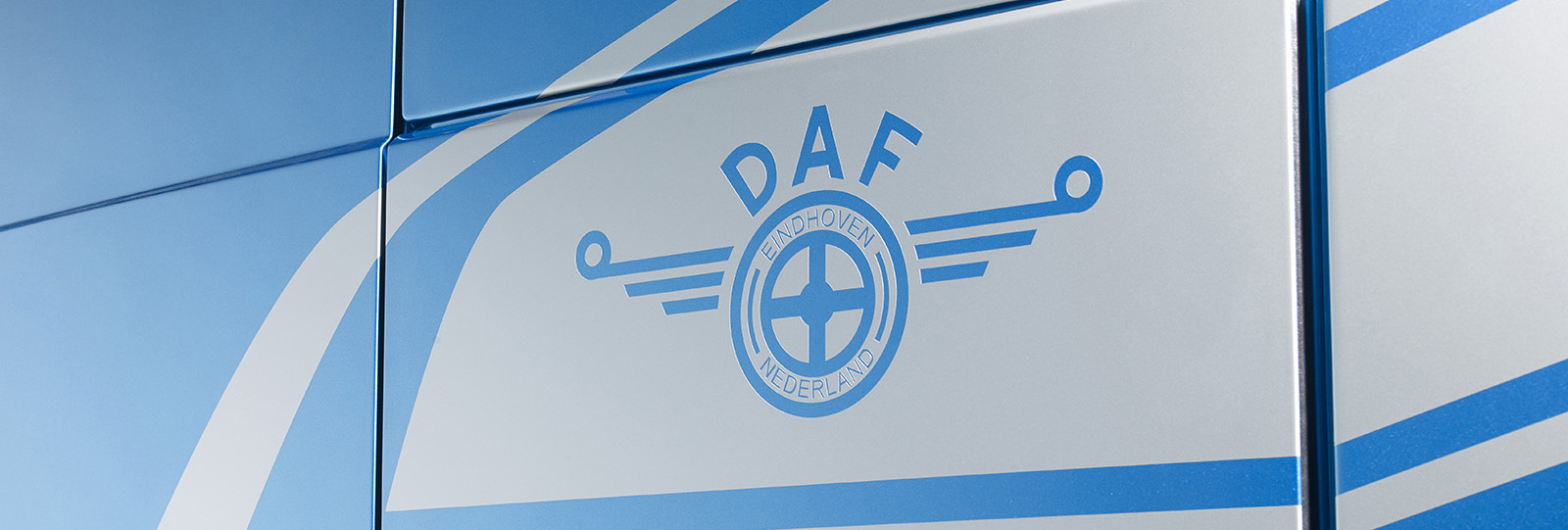 DAF-XF-Anniversary-striping-90-years-of-DAF-thumb