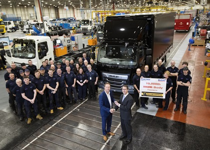Hallam-Express-receives-keys-of-10000th-DAF-truck-with-as-factory-PACCAR-body